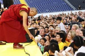 dalai-lama-mit-besuchern