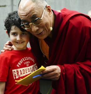 dalai-lama-mit-kind